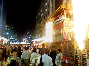 Gion_matsuri_2008_hokoten_1