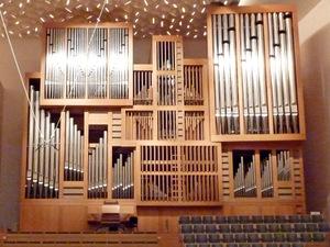 Kyoto_concert_hall_pipe_organ_2