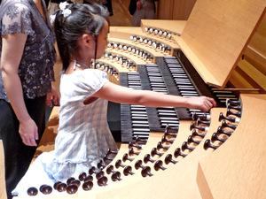 Kyoto_concert_hall_pipe_organ_3